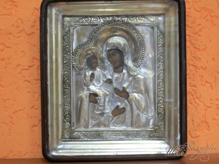 Икона «Божья Матерь Троеручница»
