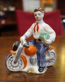 Пионер на мотоцикле